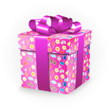 Κιβώτιο δώρων με τα στοιχεία παιδικής ηλικίας: το ποδήλατο, τα λουλούδια, τα μπαλόνια, η βάρκα, η καρδιά, ο ήλιος, τα σύννεφα και στοκ φωτογραφία