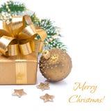 Κιβώτιο δώρων σύνθεσης και σφαίρα Χριστουγέννων,  Στοκ εικόνες με δικαίωμα ελεύθερης χρήσης