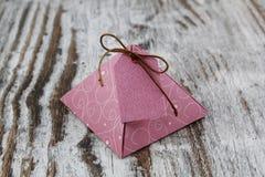 Κιβώτιο δώρων, φιαγμένο από έγγραφο Στοκ Εικόνα