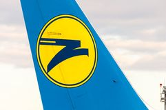 ΚΙΕΒΟ, ΟΥΚΡΑΝΙΑ - 10 ΙΟΥΛΊΟΥ 2015: Ουρά αεροσκαφών με Στοκ Εικόνα