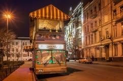 ΚΙΕΒΟ, ΟΥΚΡΑΝΙΑ: Λεωφορείο-καφές κοντά στην κάθοδο του ST Andrew ` s σε Podil ν Στοκ εικόνα με δικαίωμα ελεύθερης χρήσης
