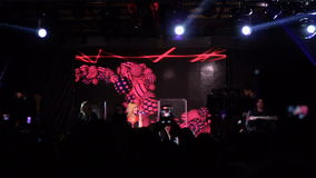 ΚΙΕΒΟ, ΟΥΚΡΑΝΙΑ - 7 ΜΑΐΟΥ 2017: Τραγουδιστής Alyosha κοριτσιών στο διαγωνισμό τραγουδιού Eurovision απόθεμα βίντεο