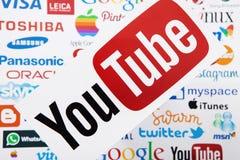 ΚΙΕΒΟ, ΟΥΚΡΑΝΙΑ - 10 ΜΑΡΤΊΟΥ 2017 YouTube, πειραχτήρι, μήλο, πιό pinterest, instagram logotype τυπωμένος σε χαρτί Το YouTube είνα Στοκ Εικόνες