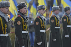 ΚΙΕΒΟ, ΟΥΚΡΑΝΙΑ - 28 Νοεμβρίου 2015: Ο Πρόεδρος της Ουκρανίας Petro Poroshenko και της συζύγου του τίμησε την μνήμη των θυμάτων τ Στοκ Φωτογραφία