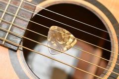 Κιθάρα και επιλογή Στοκ φωτογραφία με δικαίωμα ελεύθερης χρήσης