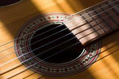 Κιθάρα και συμβολοσειρές Στοκ φωτογραφία με δικαίωμα ελεύθερης χρήσης