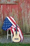 Κιθάρα με τη αμερικανική σημαία στοκ εικόνες με δικαίωμα ελεύθερης χρήσης
