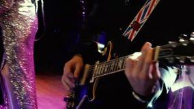 Κιθάρα παιχνιδιού κιθαριστών σόλο απόθεμα βίντεο