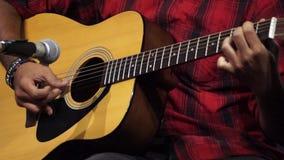 Κιθάρα παιχνιδιού διαφορετικά φιλμ μικρού μήκους