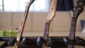 Κιθάρα σε μια στάση φιλμ μικρού μήκους