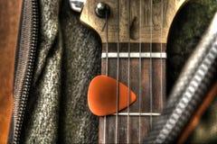 Κιθάρα στην περίπτωση στοκ εικόνες