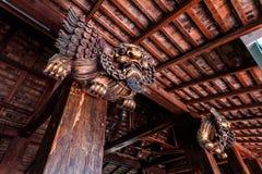 Κινέζικα που χαράζουν το ξύλινο λιοντάρι Στοκ Φωτογραφία