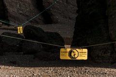 Κινδύνου σημαδιών διάσημο Hopewell κύμα κόλπος Φάντυ Νιού Μπρούνγουικ Καναδάς σχηματισμών βράχων geologigal μεγαλύτερο παλιρροιακ στοκ φωτογραφία