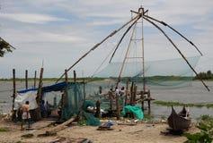 Κινεζικά δίχτυα του ψαρέματος σε Cochin (Kochin) της Ινδίας Στοκ φωτογραφία με δικαίωμα ελεύθερης χρήσης