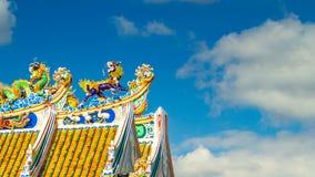 Κινεζικά αγάλματα δράκων στεγών ύφους και κινεζικό σφάλμα λιονταριών τέχνης χρονικό ธ απόθεμα βίντεο