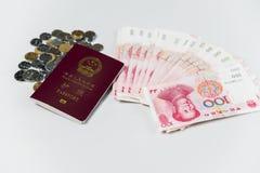 Κινεζικά διαβατήριο και RMB στοκ εικόνες με δικαίωμα ελεύθερης χρήσης