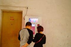 Κινεζικά ζεύγη στα προφυλακτικά οδών δωρεάν Στοκ Εικόνες