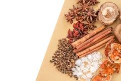 Κινεζικά καρυκεύματα, χορτάρι και συστατικά για το μαγείρεμα της σούπας ή του medinci Στοκ Φωτογραφία