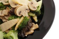 κινεζικά τρόφιμα Μπρόκολο με τα κινεζικά μανιτάρια Στοκ φωτογραφία με δικαίωμα ελεύθερης χρήσης