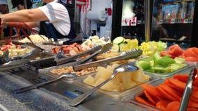 Κινεζικά τρόφιμα στο foodcourt απόθεμα βίντεο