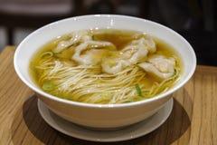 Κινεζικά τρόφιμα - wanton νουντλς Στοκ εικόνες με δικαίωμα ελεύθερης χρήσης