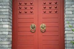κινεζικές πόρτες ξύλινες Στοκ φωτογραφία με δικαίωμα ελεύθερης χρήσης