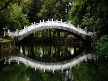 κινεζική αντανάκλαση s γεφυρών Στοκ Εικόνες