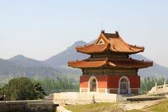 Κινεζική αρχαία αρχιτεκτονική στους ανατολικούς βασιλικούς τάφους του Q Στοκ Εικόνες