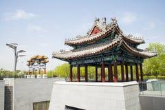 Κινεζική Ασία, Πεκίνο, Ασία Κίνα, Πεκίνο, ολυμπιακό πάρκο, βύθιση, gardenï ¼ ŒArches και περίπτερα Στοκ φωτογραφία με δικαίωμα ελεύθερης χρήσης
