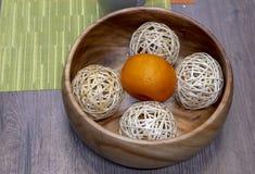 Κινεζική γλώσσα με τις σφαίρες σε ένα ξύλινο πιάτο στοκ φωτογραφίες με δικαίωμα ελεύθερης χρήσης