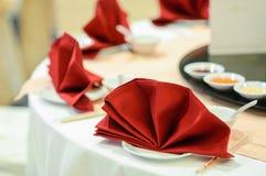 Κινεζική διακόσμηση πιάτων σε μια γαμήλια τελετή στοκ εικόνα με δικαίωμα ελεύθερης χρήσης