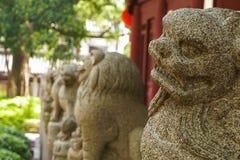 Κινεζική κινηματογράφηση σε πρώτο πλάνο αγαλμάτων λιονταριών Στοκ Φωτογραφίες