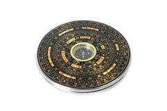 Κινεζική μαγνητική πυξίδα - Luopan η ανασκόπηση απομόνωσε το λευκό Στοκ φωτογραφία με δικαίωμα ελεύθερης χρήσης