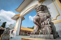 Κινεζική μαρμάρινη διακόσμηση λιονταριών στο μπροστινό oChinese αναμνηστικό μουσείο μαρτύρων ` σε Doi Mae Salong της επαρχίας Chi στοκ φωτογραφία με δικαίωμα ελεύθερης χρήσης