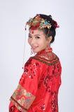 Κινεζική νύφη που εξετάζει τη κάμερα Στοκ φωτογραφία με δικαίωμα ελεύθερης χρήσης