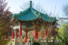 Κινεζική πέτρα σχεδίου δίπλα σε κινεζικό Pavillion στοκ εικόνες
