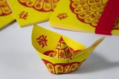 Κινεζική παράδοση εγγράφου κινέζικων ειδώλων για τα περασμένα μακριά πνεύματα προγόνων ` s στοκ εικόνες με δικαίωμα ελεύθερης χρήσης