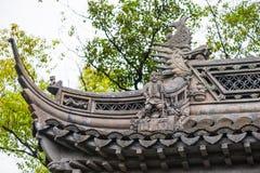 Κινεζική παραδοσιακή διακόσμηση σε μια στέγη Στοκ Φωτογραφίες