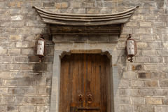 Κινεζική παραδοσιακή πόρτα αρχιτεκτονικής Στοκ φωτογραφίες με δικαίωμα ελεύθερης χρήσης