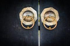 κινεζική πόρτα μαύρη κινεζική πόρτα των λαρνάκων Στοκ φωτογραφία με δικαίωμα ελεύθερης χρήσης