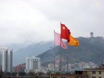 Κινεζική σημαία και κινεζική πόλη Στοκ Εικόνα