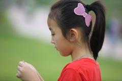 κινεζική σκέψη κοριτσιών Στοκ εικόνες με δικαίωμα ελεύθερης χρήσης