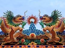 Κινεζική στέγη ναών αγαλμάτων δράκων Στοκ εικόνα με δικαίωμα ελεύθερης χρήσης