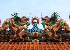 Κινεζική στέγη ναών αγαλμάτων δράκων Στοκ Φωτογραφία