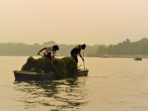 Κινεζικοί εργαζόμενοι, luminescence, evanescence και λίμνη στοκ φωτογραφία