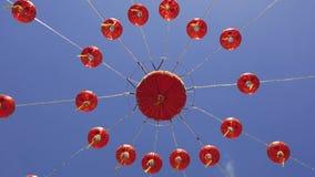 Κινεζικοί λαμπτήρες και μπλε ουρανός φαναριών απόθεμα βίντεο