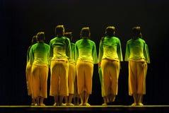 Κινεζικοί λαϊκοί χορευτές ομάδας Στοκ φωτογραφία με δικαίωμα ελεύθερης χρήσης