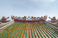 Κινεζικοί μονόκερος και μπλε ουρανός δράκων Στοκ εικόνα με δικαίωμα ελεύθερης χρήσης