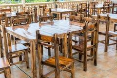 Κινεζικοί ξύλινοι πίνακες και έδρα ύφους στο εστιατόριο ή το μπαρ Στοκ φωτογραφία με δικαίωμα ελεύθερης χρήσης