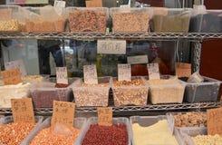 Κινεζικοί σπόροι, φασόλια και καρύδια στάσεων αγοράς στοκ εικόνα